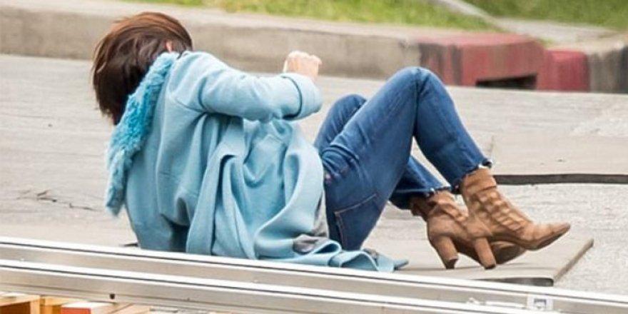 Sandra Bullock, sokak ortasında yere kapaklandı