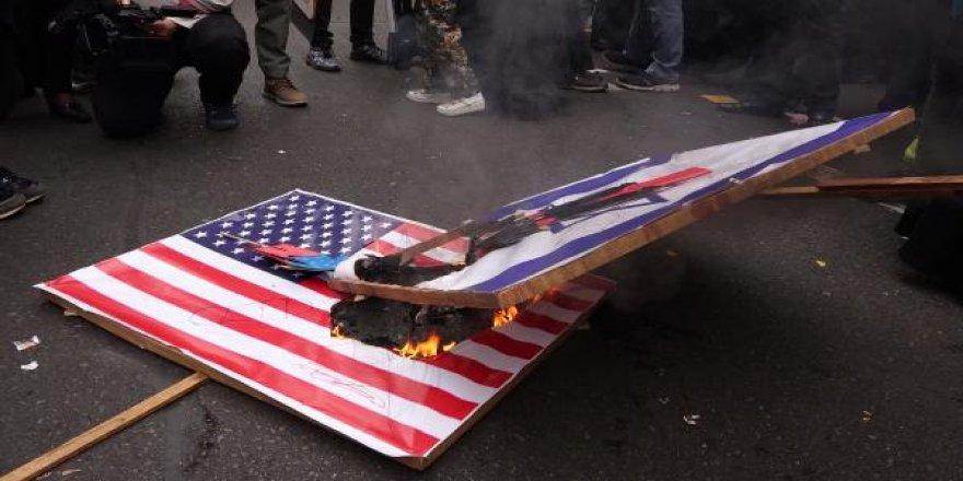 İran'da ABD bayrağı yakıldı