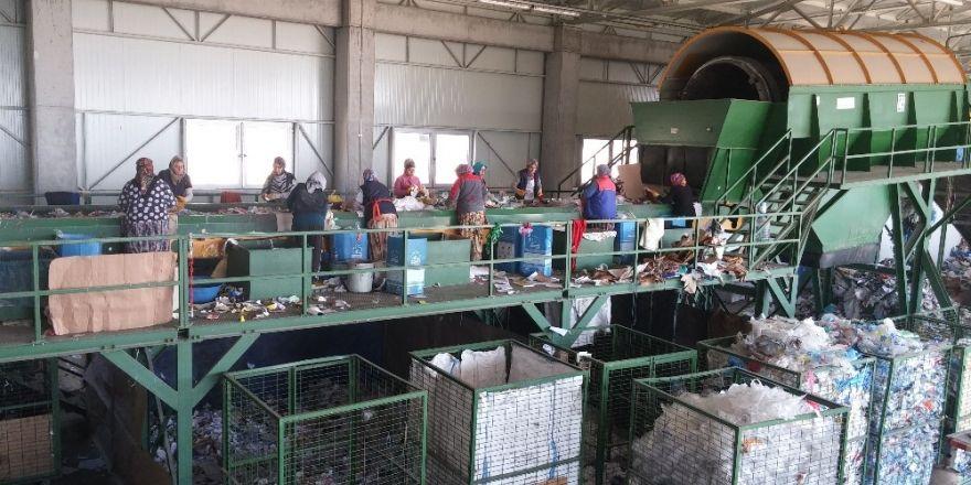 Büyükşehir Belediyesi Her Gün 700 Ton Evsel Atığı Bertaraf Ediyor
