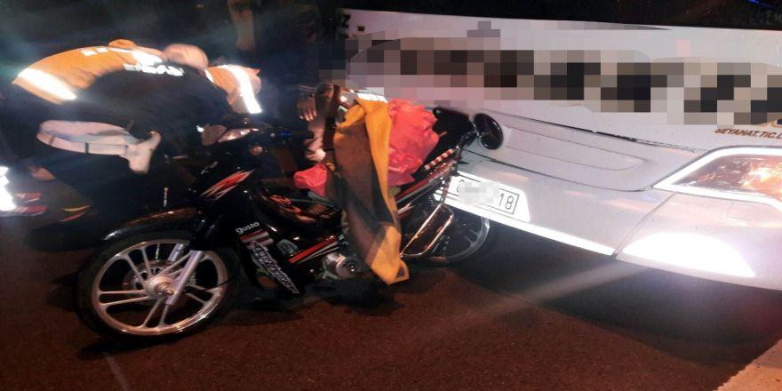 Yolcu Otobüsü Motosiklete Çarptı: 1 Ölü