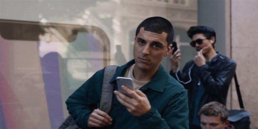 Samsung, Apple'la işte böyle dalga geçti