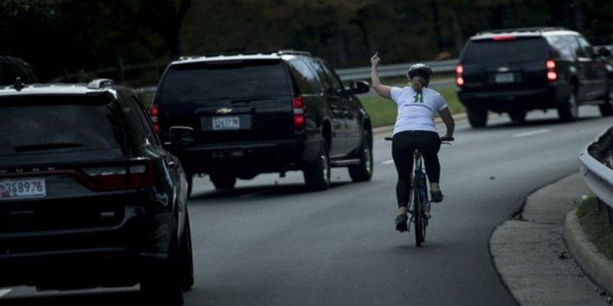 Trump'a orta parmak gösteren kadına büyük şok!