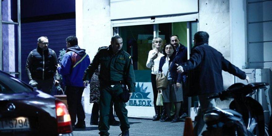 Yunanistan'da PASOK'a silahlı saldırı