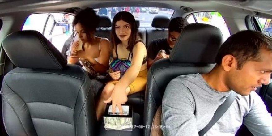 Taksicisinin bahşişlerini çaldı