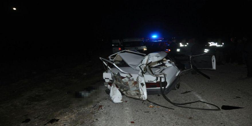 Otomobil Traktöre Çarptı: 2 Ölü, 2 Yaralı