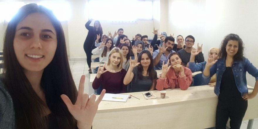 Burhaniye'de İşaret Dili Kursu Açıldı