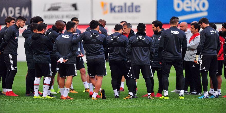 Beşiktaş Akhisarspor Mesaisini Sürdürdü