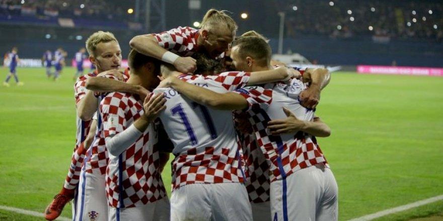 Hırvatistan gol şovla kapıyı araladı!
