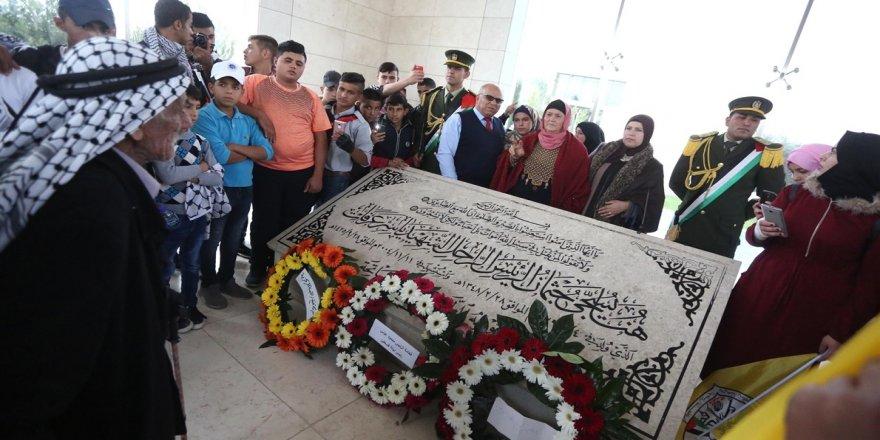 Filistin, lideri Arafat'ı anıyor