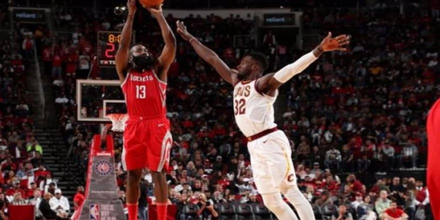 James Harden, LeBron James'i yıktı
