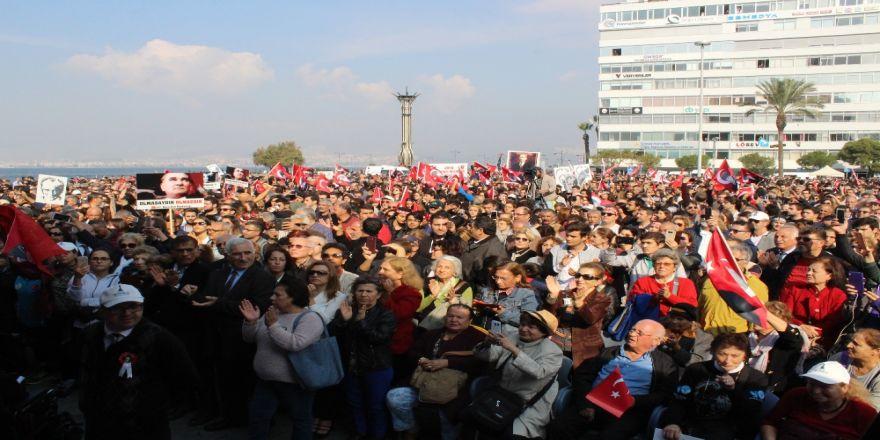 """İzmir'de Binler """"Ata'ya Saygı Yürüyüşü""""nde"""
