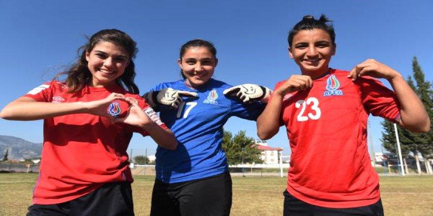 Türk futbolcular Türkiye'yi bırakıp başka ülkeyi seçtiler