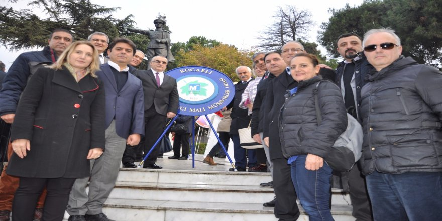 KSMMMO'dan Atatürk Anıtı'na çelenk