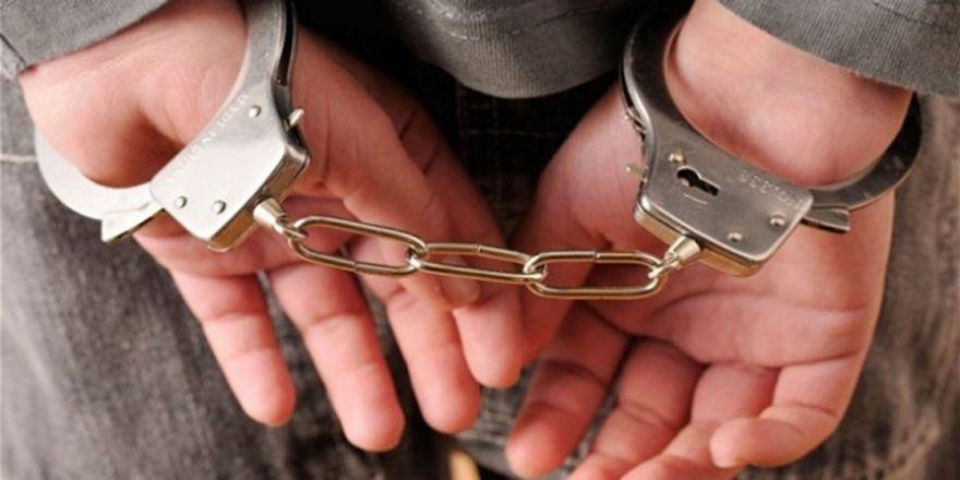 Babasını Öldüren Kız Annesiyle Birlikte Tutuklandı