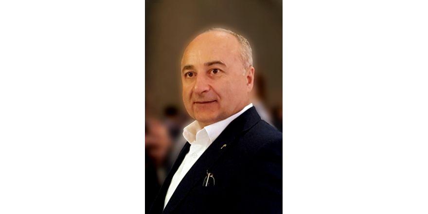 Yakın Doğu Üniversitesi Öğretim Üyesi Prof. Dr. Akyüz'ün Uluslararası Başarısı