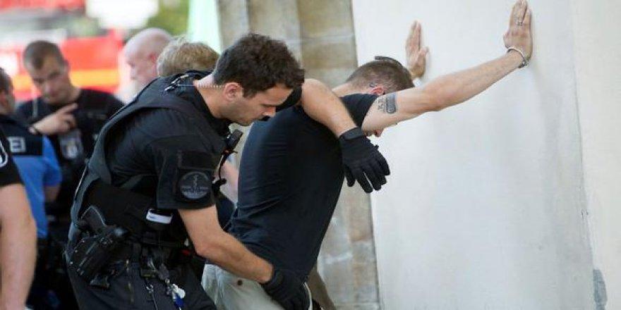 Almanya'da terör örgütü sembollerine baskın