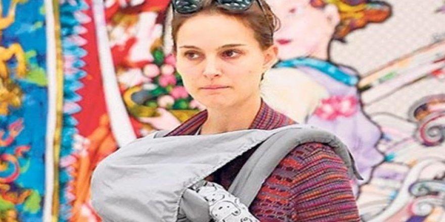 Natalie Portman bebeğiyle gezmede