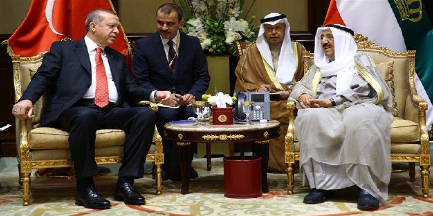 Kuveyt'te önemli imzalar atıldı