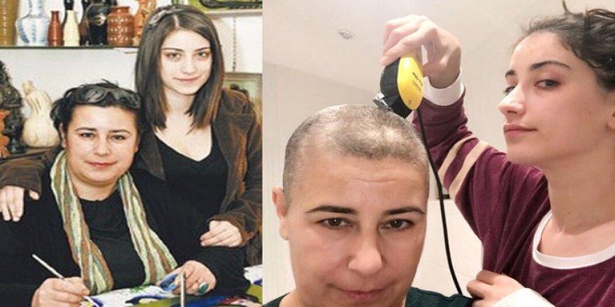Hazal Kaya kanser hastası annesinin saçlarını kazıdı