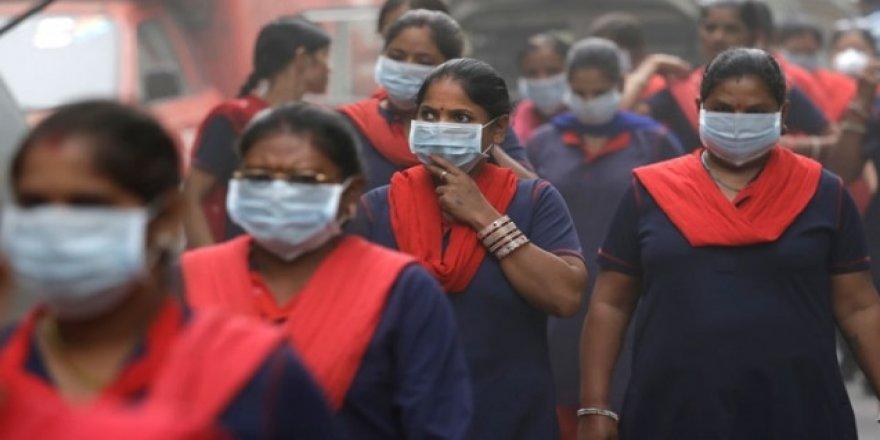 Hindistan'da hava kirliği protesto edildi