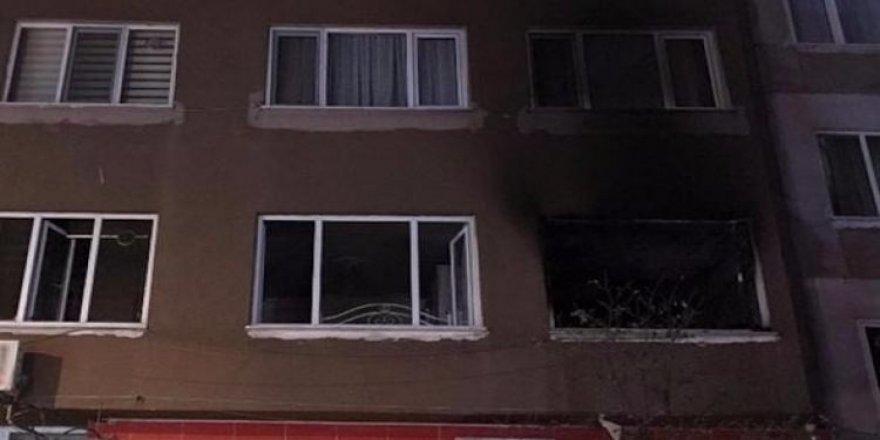 Babasına kızdı, evi yaktı!