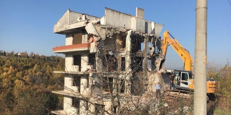 177 metruk yapı yıkıldı