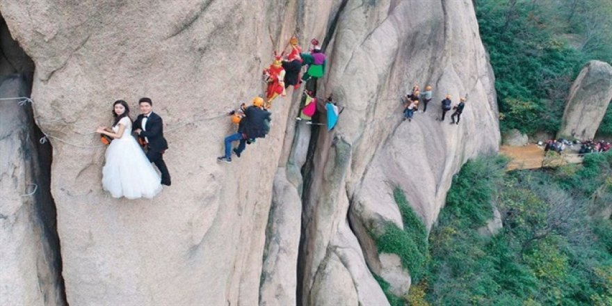 Diziden etkilenip düğünlerini kayalıklarda yaptılar