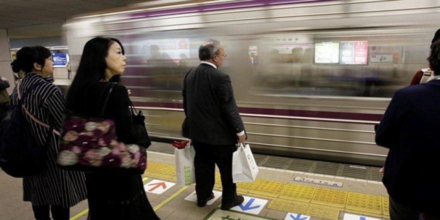 Japonya'da 20 saniye erken yapılan sefer için özür diledi