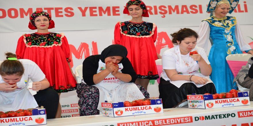 Rus Ve Türk Kadınlar Domates Yeme Yarışı Yaptı