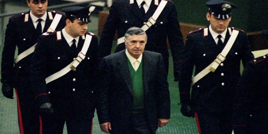 Ünlü İtalyan mafya babası Riina öldü