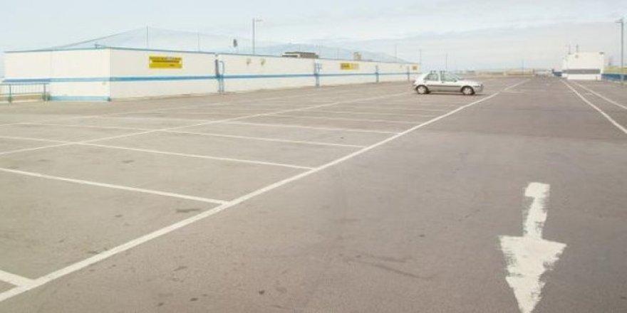 Nereye park ettiğini unuttuğu arabasını 20 yıl sonra buldu