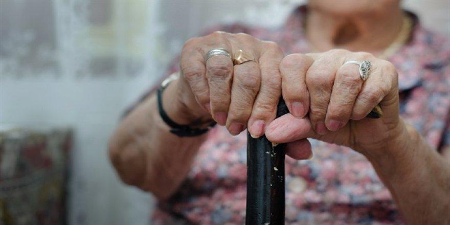 Yaşlıya bakım sigortası geliyor