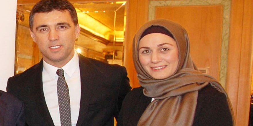 Hakan Şükür'ün Tesettürlü Eşi, ABD'de Başını Açtı