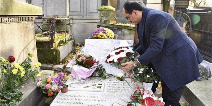 Kalın, Ahmet Kaya'nın mezarını ziyaret etti