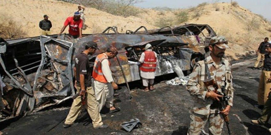 Katliam gibi kaza: 14 ölü, 11 yaralı