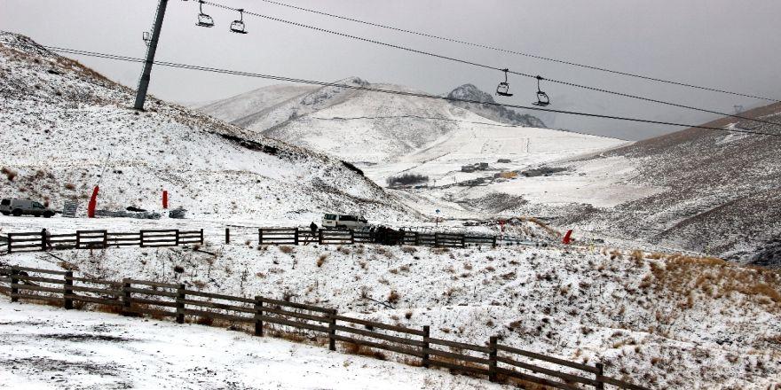 Palandöken Kayak Merkezi Beyaza Büründü