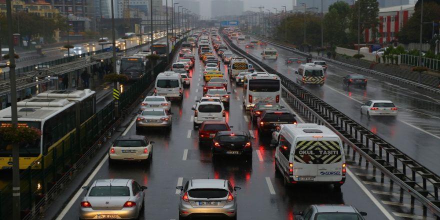 İstanbul'da Yağış Etkisini Sürdürüyor