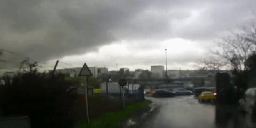 İstanbul'u Bir Anda Kara Bulutlar Kapladı