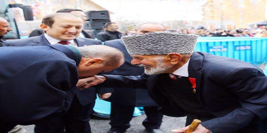 Cumhurbaşkanı'nın Elini Öptüğü Kore Gazisi Konuştu