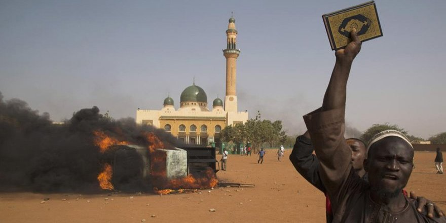 Nijerya'da camiye intihar saldırısı