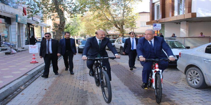 Bakan Yardımcısı Tüfekçi Şehir Merkezini Bisikletle Gezdi