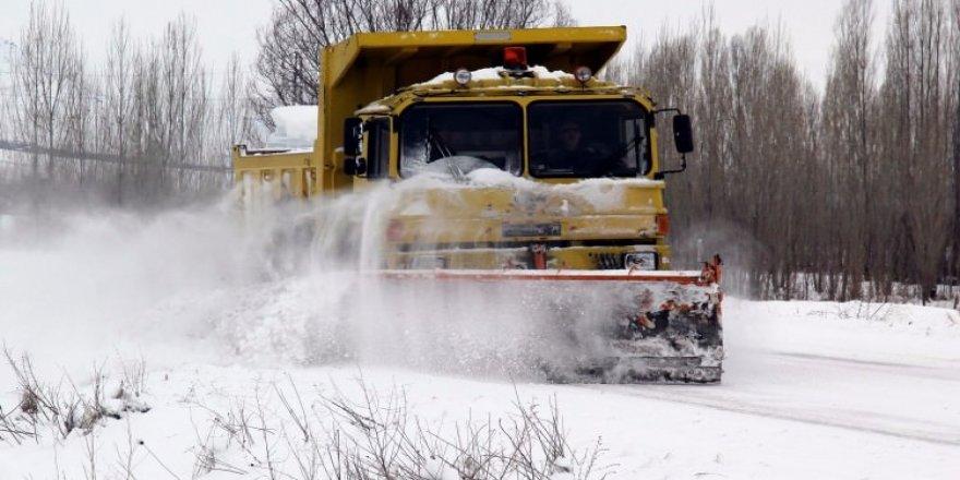 Köy yolları kapandı!