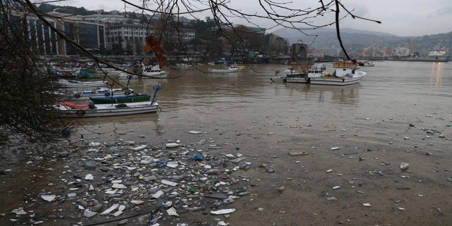 Zonguldak Limanı Sarıya Boyandı