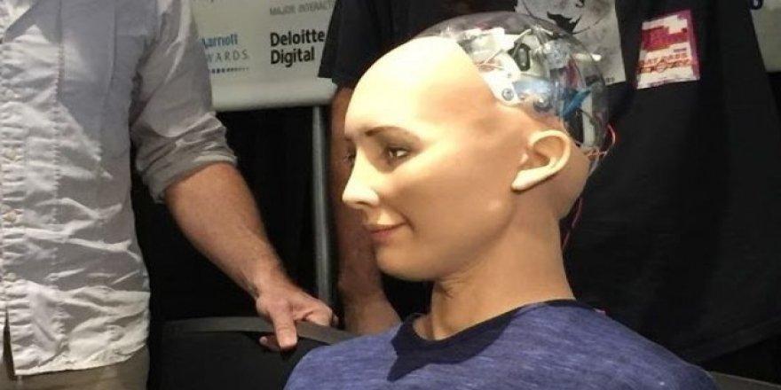 Dünyanın ilk robot vatandaşı aile kuracak