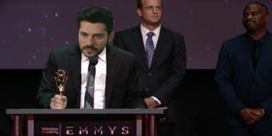 Burak Özçivit'e Beyaz Show'da Emmy sürprizi!