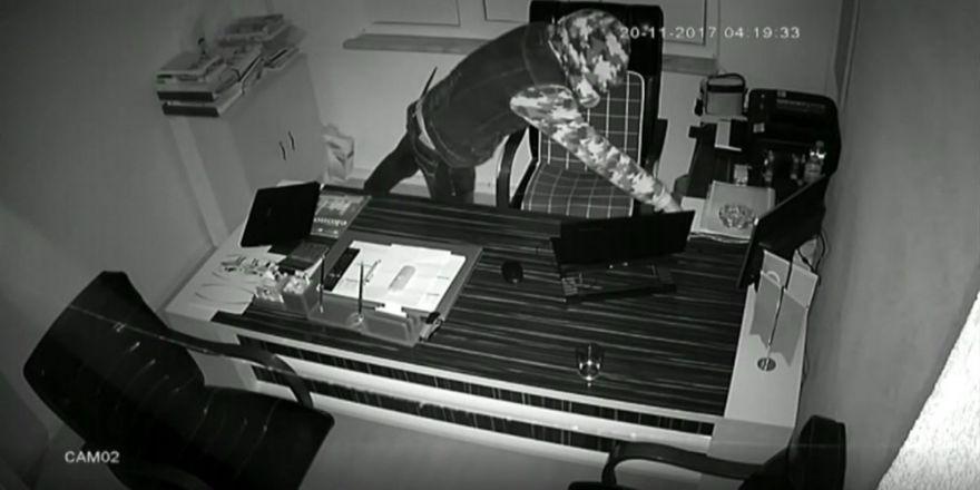 Laptop Hırsızı Kamerada