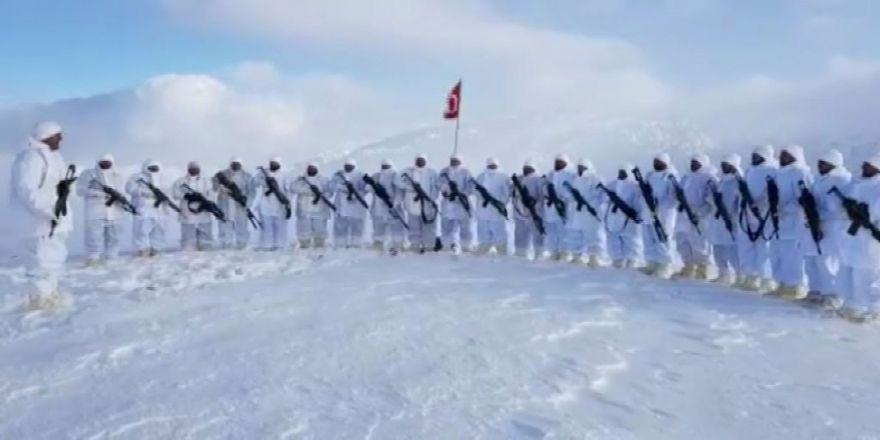 Mehmetçik Kato'da Öğretmenler Günü Kutladı