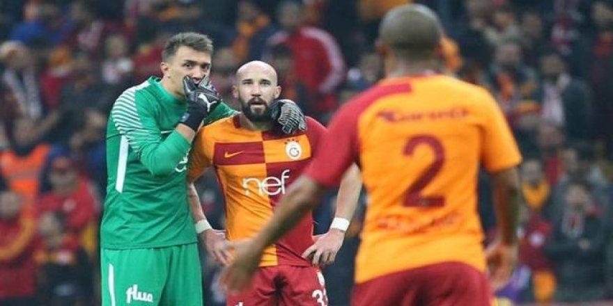 Galatasaray tribünleri Latovlevici'yi ıslıkladı