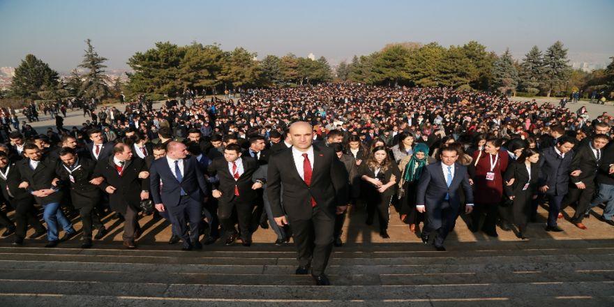 Binlerce Ülkücü Anıtkabir'e Yürüdü