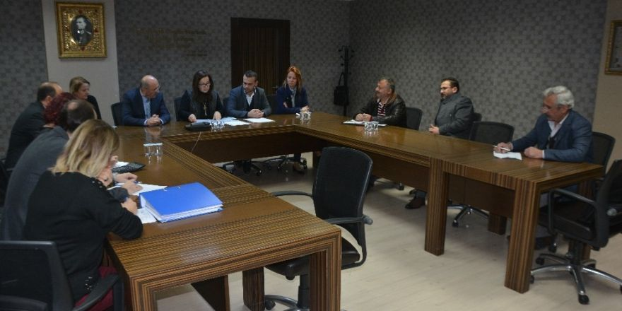 İzmit Belediyesi'nde Piknik Masası Ve Bank Alım İhalesi Yapıldı